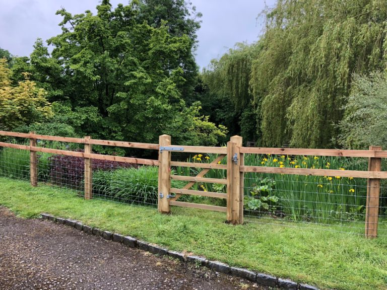 Read more about the article Buckinghamshire Pond Fencing